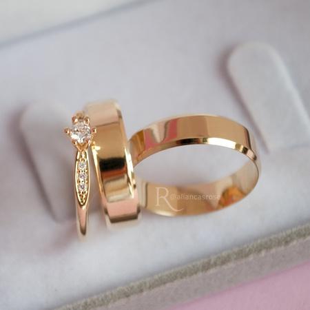 Combo Alianças em Ouro 18k 5mm Modelo Lucy + Solitário Saron - Rosê