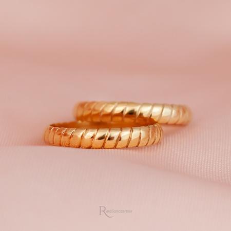 Alianças Ouro 18k 3mm 4 gramas Modelo Escamas - Rosê