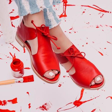 Sandália Salto Baixo com Calcanhar Fechado Vermelh... - Universo Bubblê