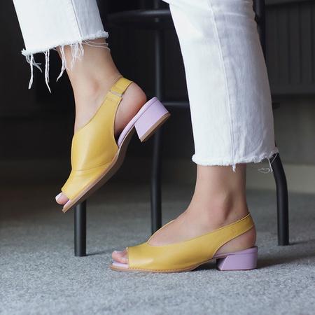 Sandália Salto Baixo Amarelo e Lavanda - Florença ... - Universo Bubblê