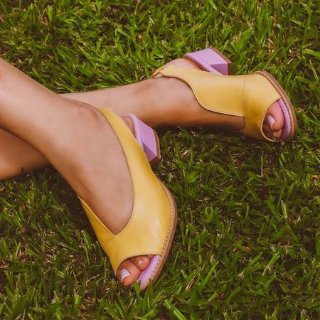 Sandália Salto Baixo Amarelo e Lavanda - Florença ... - Universo Bubblē