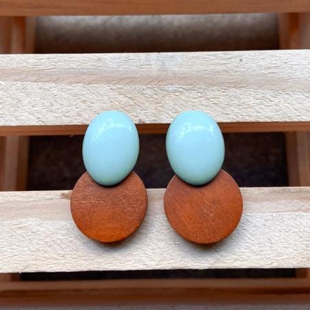 Brinco de Resina e Madeira Azul Hortência - Dueto ... - Universo Bubblê