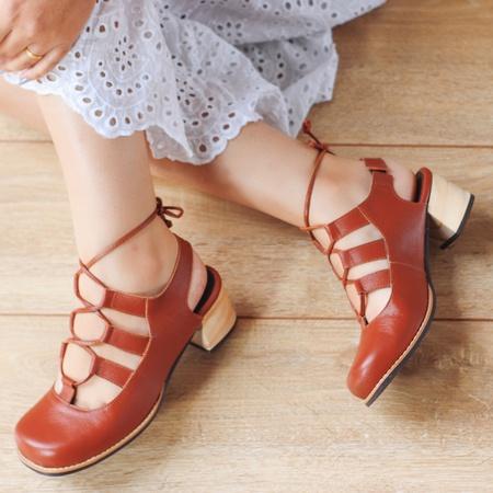 Sapato Feminino Salto Grosso Baixo Ferrugem - Petr... - Universo Bubblê