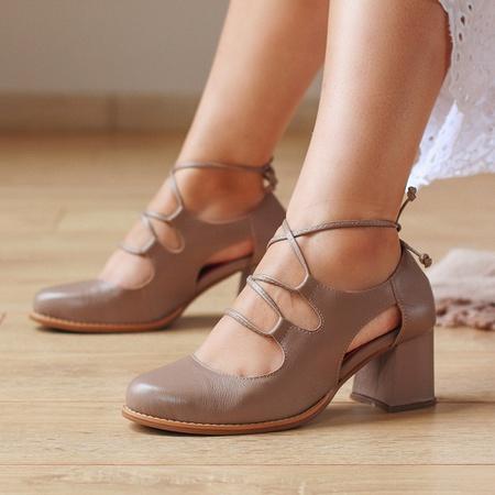 Sapato Feminino Salto Grosso Amêndoa - Niterói - 9... - Universo Bubblê