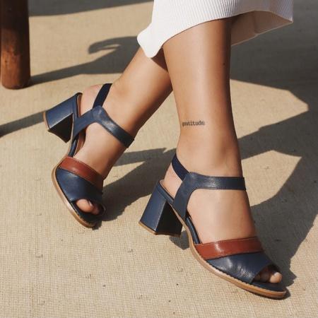 Sandália Salto Grosso Azul Marinho e Ferrugem - Gr... - Universo Bubblê