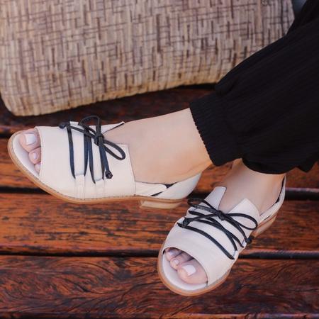 Sandália Salto Baixo Apego com Calcanhar Fechado O... - Universo Bubblê