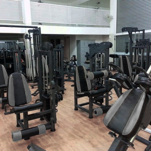Academia De Musculação Completa Com Aparelhos e Aulas - Compacta
