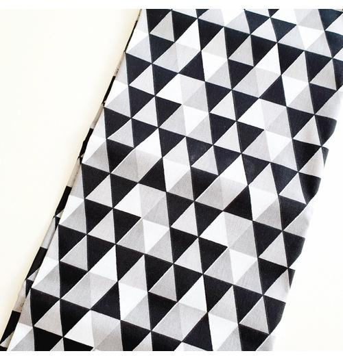 Tecido Tricoline Triângulo - Preto e cinza