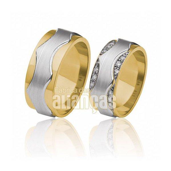 Aliança com duas cores em ouro 18k com detalhes em pedras