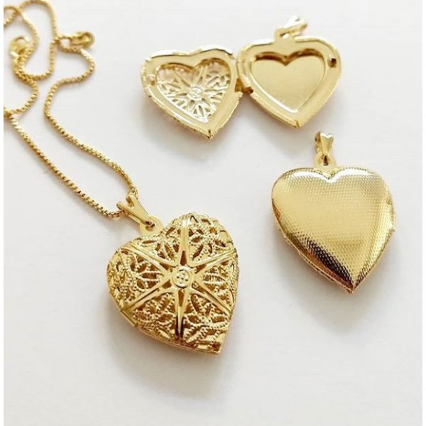 Gargantilha Colar Relicário Formato Coração em Banho de Ouro