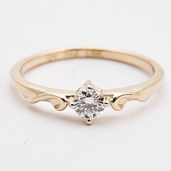 Anel de Ouro 18K Solitário com Diamante de 15 Pontos (0,15 Cts)