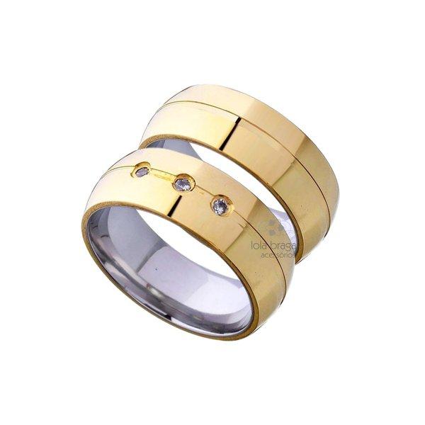 cb3ec10390d Par De Alianças De Moeda Com Aço Tradicional Com 3 Pedras e Friso 8mm