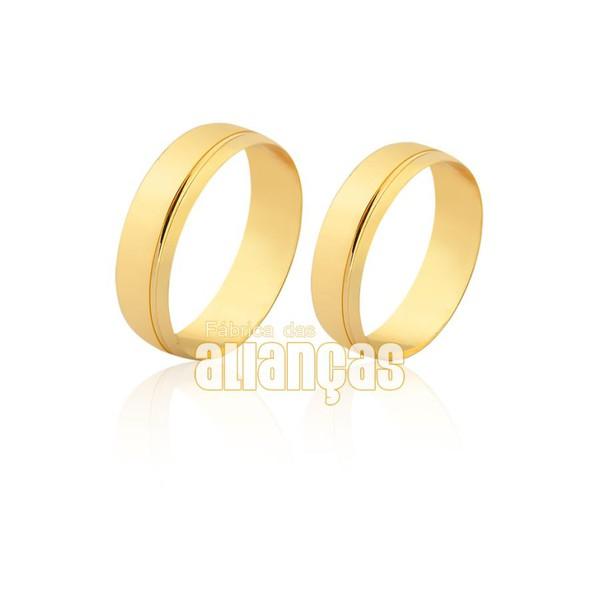 Alianças em ouro 18k com friso