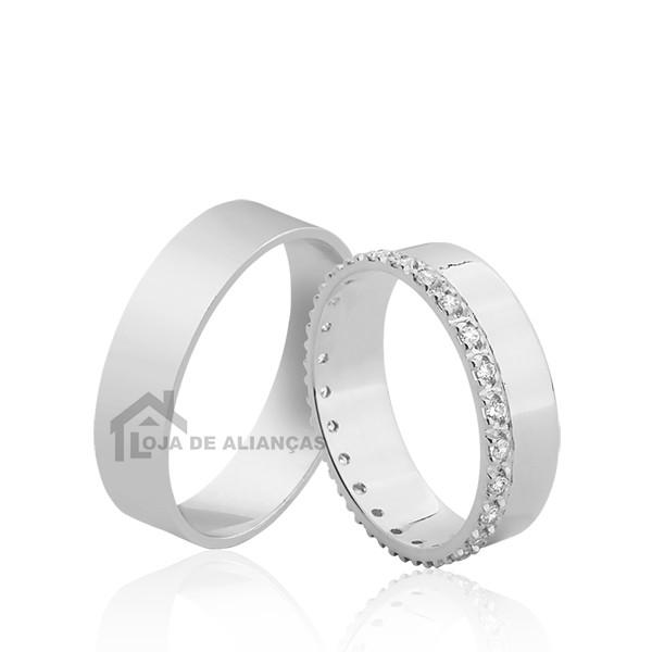 Aliança De Prata Cravada Com Pedras
