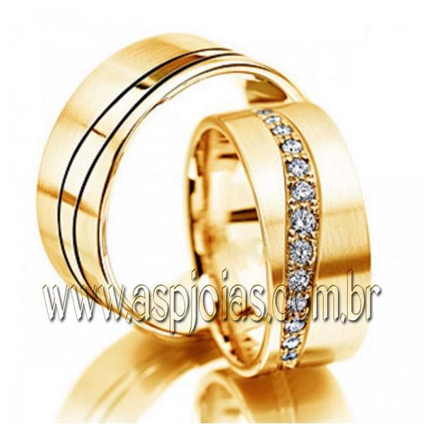 ASP-AL-31 - Aliança Phantastic de casamento ou noivado cravejada com diamantes em ouro amarelo 18K 750 largura 8,0mm