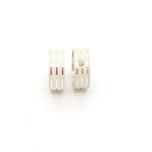Aliança Prata Diamantada Com Coração 7mm Com Três Frisos (par)