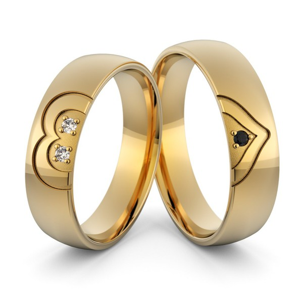 Aliança Coração em Ouro 18k com Diamantes Branco e Diamante Negro