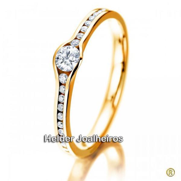 Solitário em Ouro amarelo 18k com Diamante de 35 Pontos