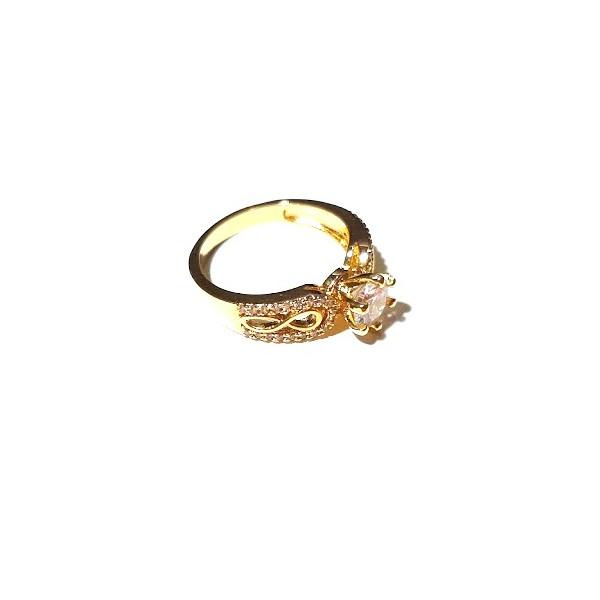 Anel Solitário Folheado a Ouro com Cristal Lapidado e Zircônias