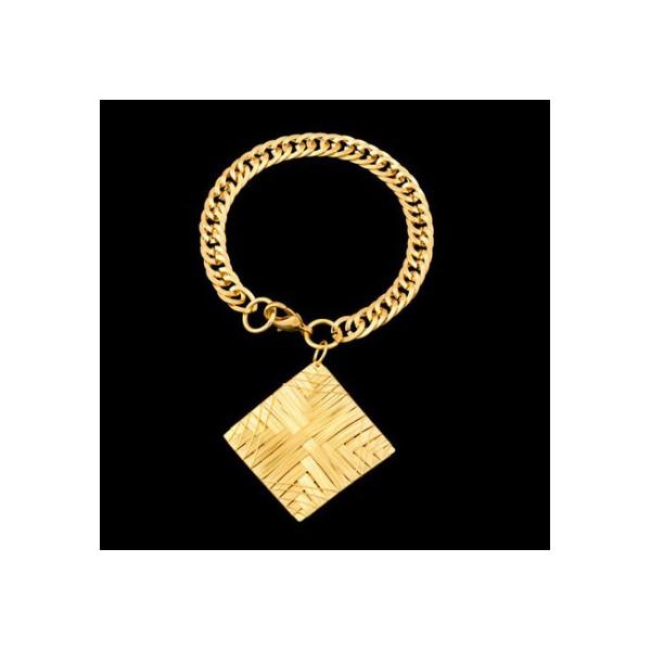 Pulseira folheada a ouro 18k com pingente aramado.