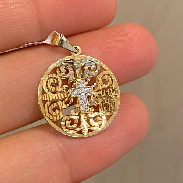 Medalha Vazada com Cruz em Ouro 18K e Brilhantes