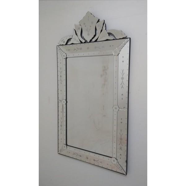 Espelho Pena Médio Antigo - Moldura Trabalhada