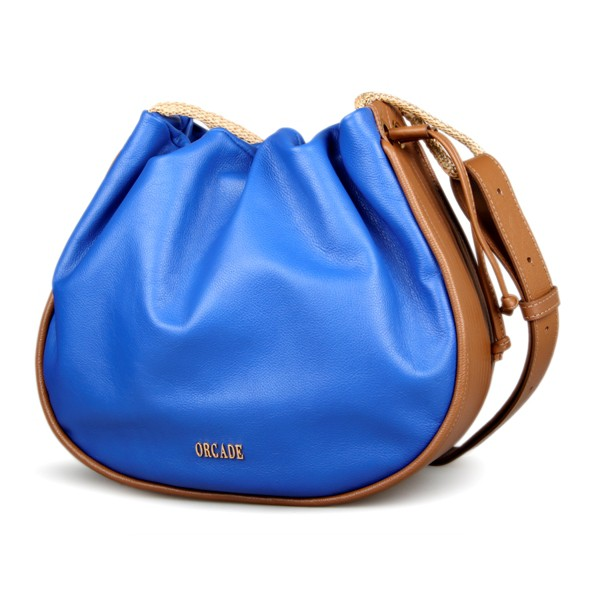 Bolsa Bucket Matelassê em Couro Azul NÁutico / Caramelo