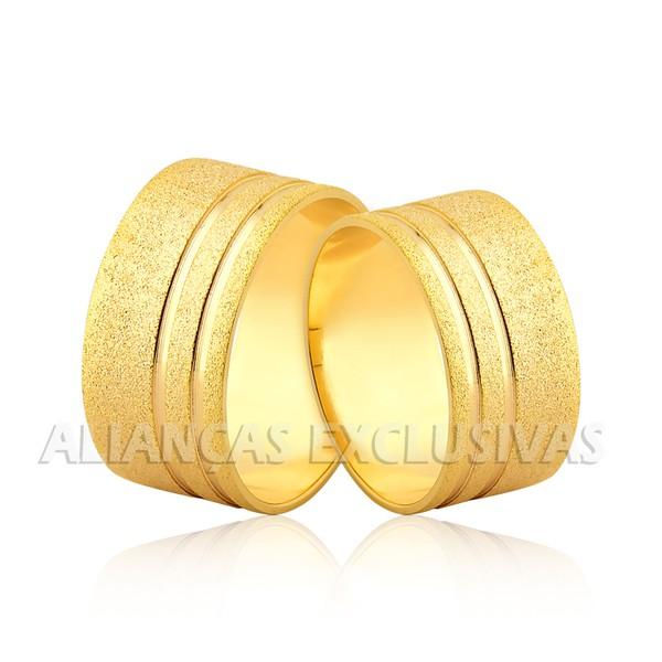 Aliança Larga Diamantada e com Frisos em Ouro 18k