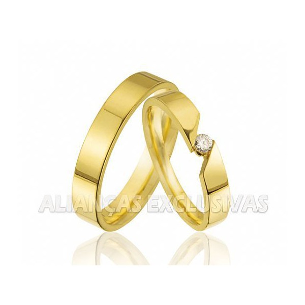 Alianças com Diamante Central - Ouro 18K