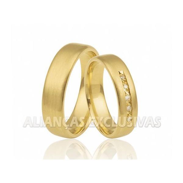 Alianças com Diamantes no Friso em Ouro 18k