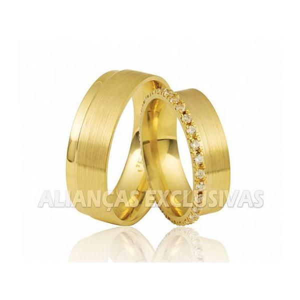Aliança com Relevo de Diamantes em Ouro 18k