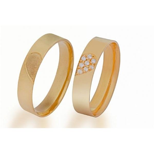 Alianças de Ouro com Coração Cravejado de Pedras