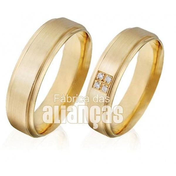 Alianças de Ouro Escovadas com Diamantes