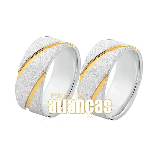 Aliança em Prata com detalhes diferente banhados a ouro
