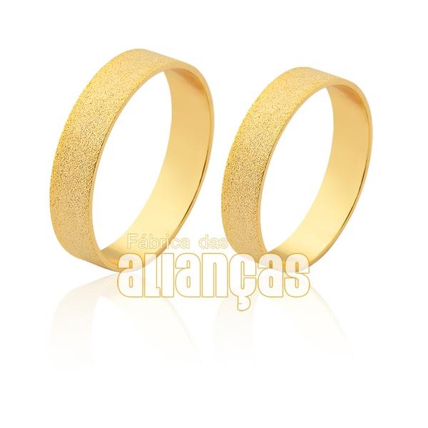 Aliança reta diamantada em ouro 18k