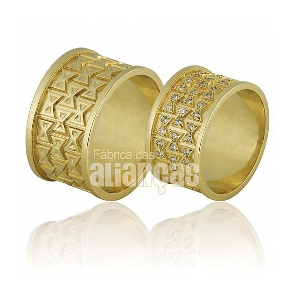 Alianças Personalizadas de Ouro 18k com Diamantes