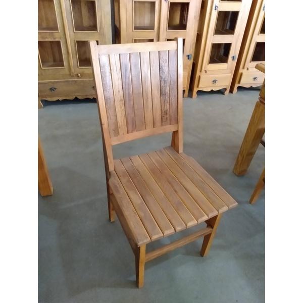 Cadeira Anna Hickmann encosto fechado