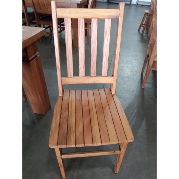 Cadeira Anna Hickmann encosto aberto