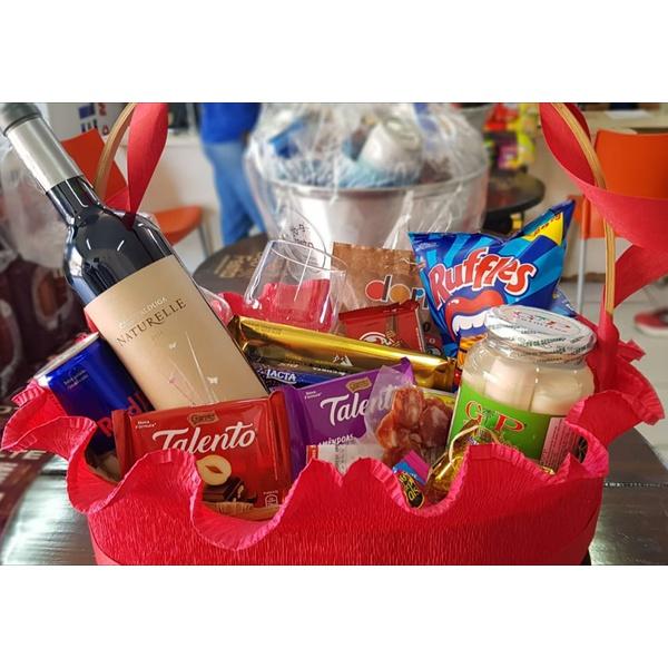 Cesta Namorados Vinho Aperitivos E Chocolates
