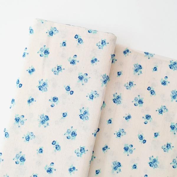 Tecido Cambraia de Linho Floral - Azul - 485.396.V - BOUTIQUEDASRENDAS