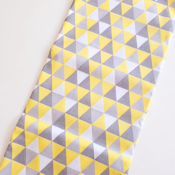 Tecido Tricoline Triângulo - Amarelo e cinza - 584... - BOUTIQUEDASRENDAS