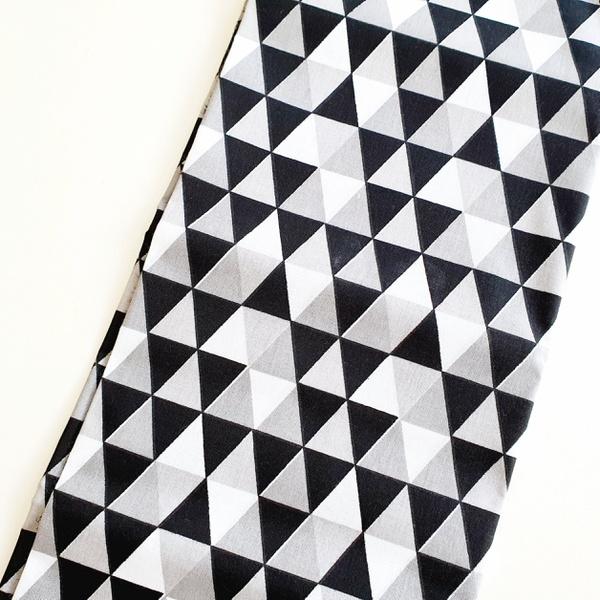 Tecido Tricoline Triângulo - Preto e cinza - 6854 - BOUTIQUEDASRENDAS