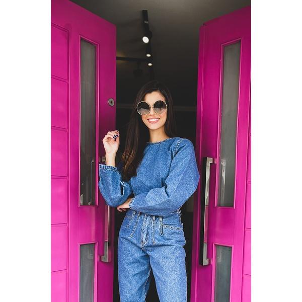 Blusa manga pregas medio alcance jeans