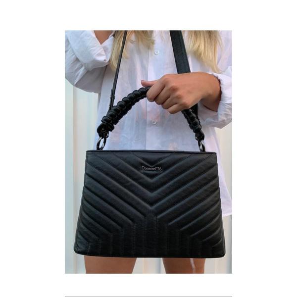 Bolsa em couro com matelassê e alça de trança Donna Clô