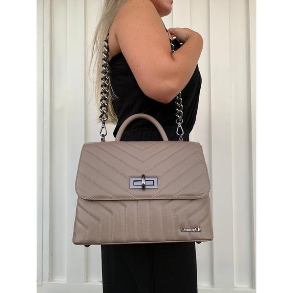 Bolsa em couro com matelassê e alça de corrente Donna Clô