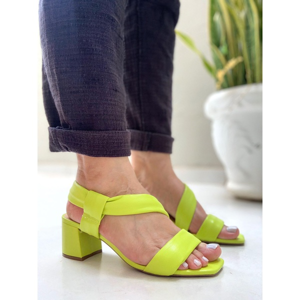Sandália lima salto bloco Donna Clô