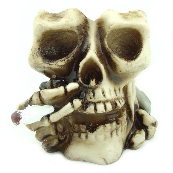 Crânio Cinzeiro c/ Cigarro
