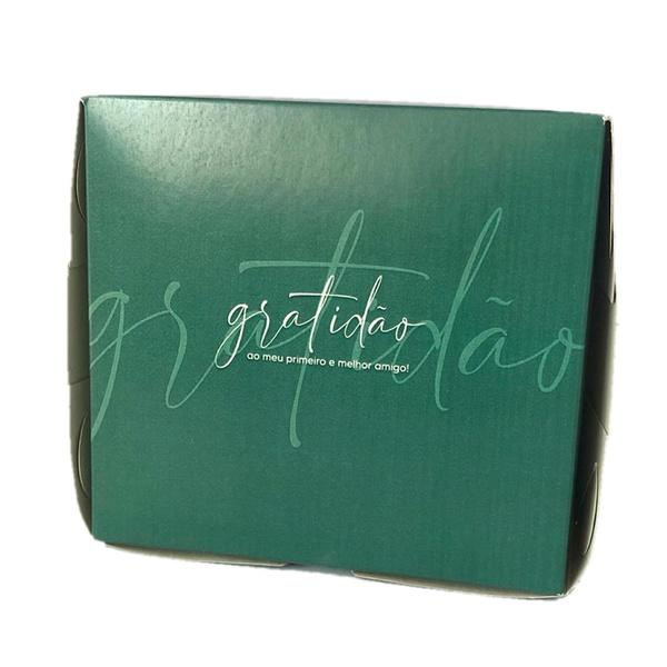 Caixa na cor verde frase gratidão