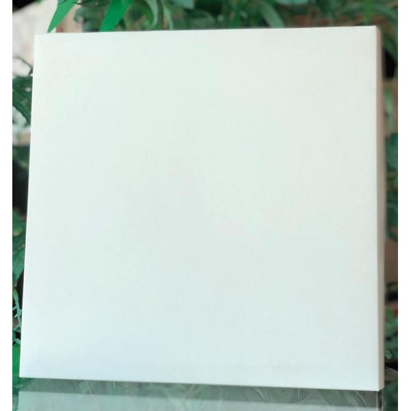 Caixa quadrada na cor branco