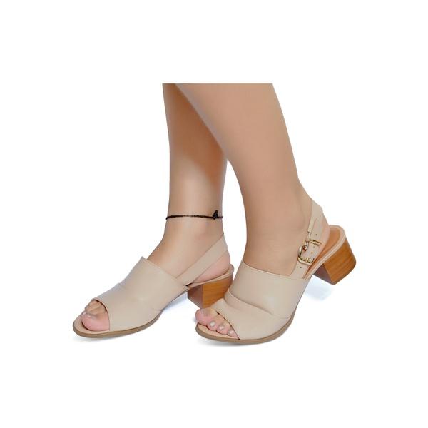 Sandália de Salto Baixo em Couro Nude